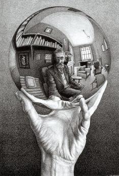 026_se53manos-con-esfera-reflectante-mcesther_edited